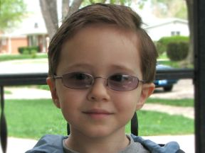 Nicky, 3 years - wears glasses for farsightedness