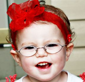 Sofie, 18 months - wears glasses for extreme farsightedness