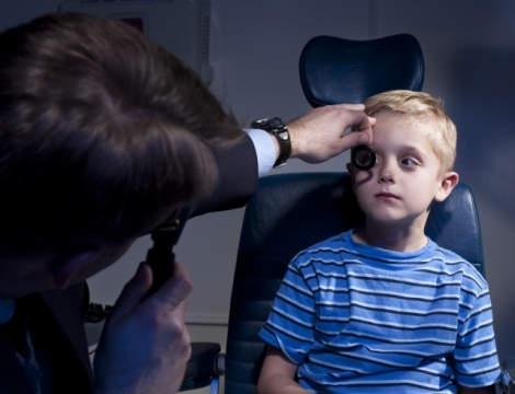 Retinoscopy.  From National Eye Institute, National Institutes of Health Ref#: EE95
